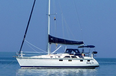 Miami boat rental and Miami yacht charter hunter 36' sailboat