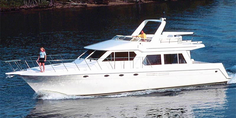 Yacht Crew Luxembourg: (English) Lux 56′ Motor Yacht