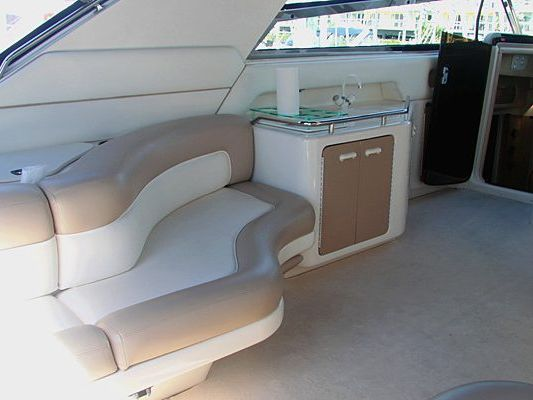 Express Cruiser Yacht Yacht Charter in