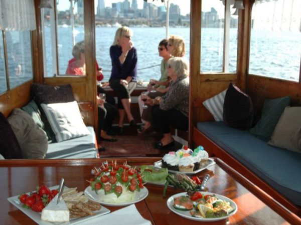 Motor Yacht Yacht Charter in Lake Union, Seattle