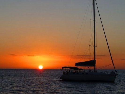 Honolulu Yacht Charter