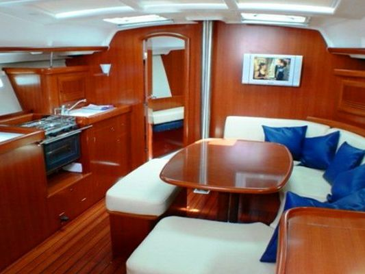 Monohull sailboat Yacht Charter in Honolulu