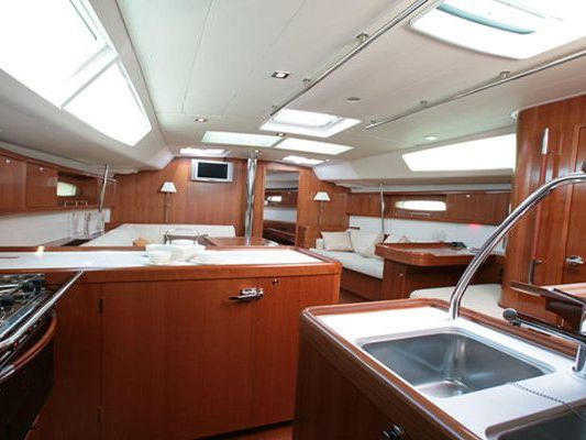 Monohull Sailboat Yacht Charter in Winthrop