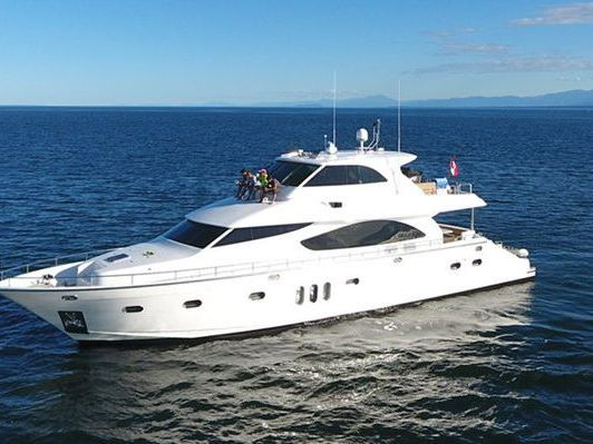 luxurious Motor Yacht Yacht Rental in North Vancouver