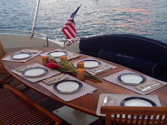 Express Cruiser Yacht Yacht Charter in Honolulu